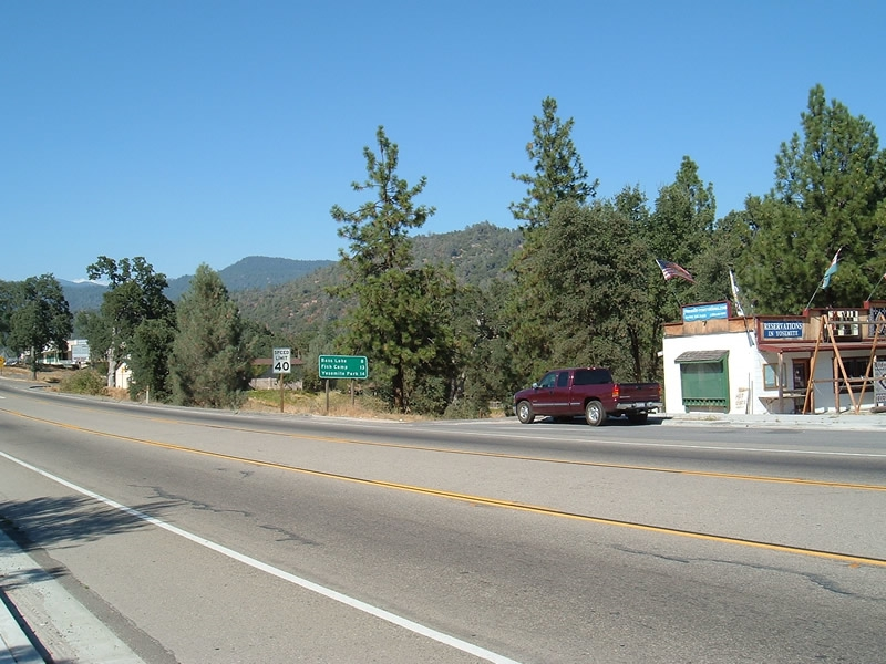 Northern California - The Road from Oakhurst to Yosemite